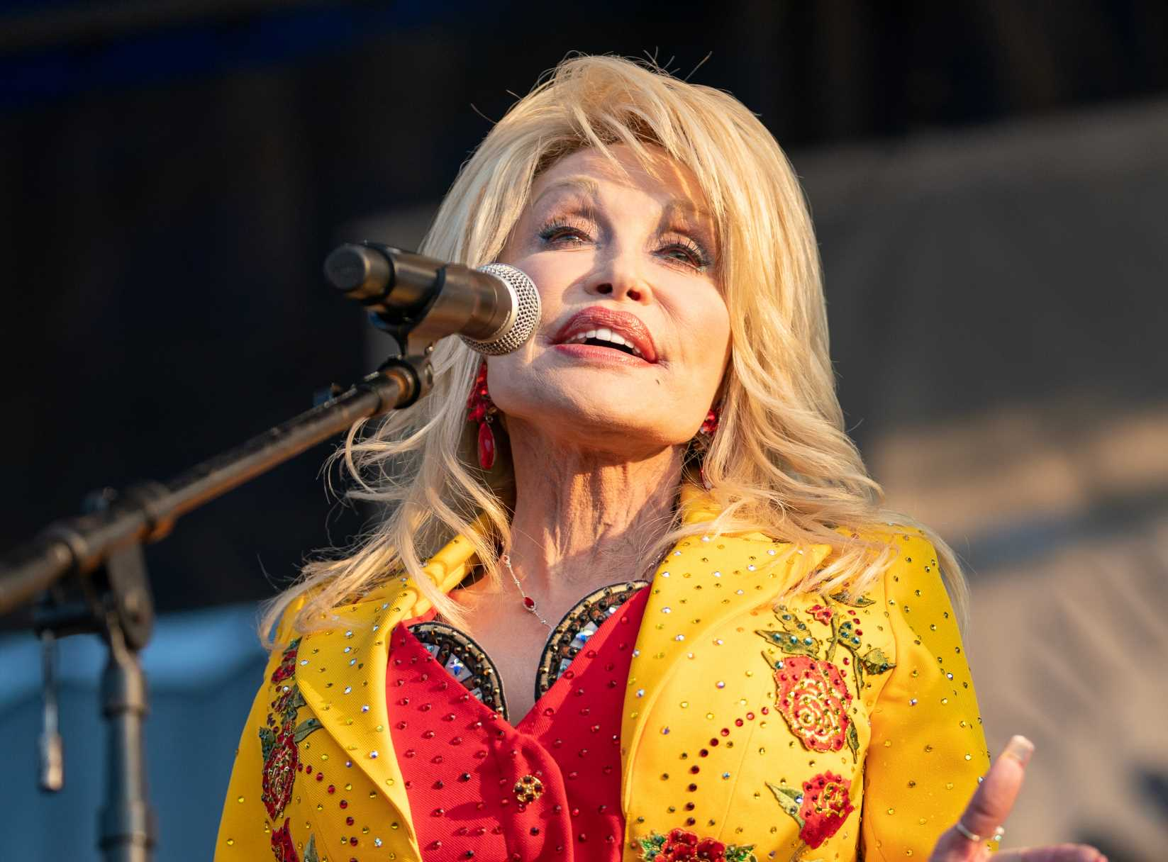 See Dolly Parton and the Highwomen's Stunning Backstage Rehearsal at Newport
