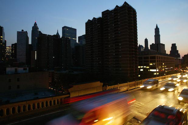 Manhattan Blackout Leave 40,000+ People Without Power, Stalls Trains and Traps People in Elevators