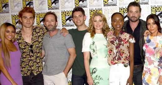 'Riverdale' Cast Pays Tribute to Luke Perry as They Start Season 4