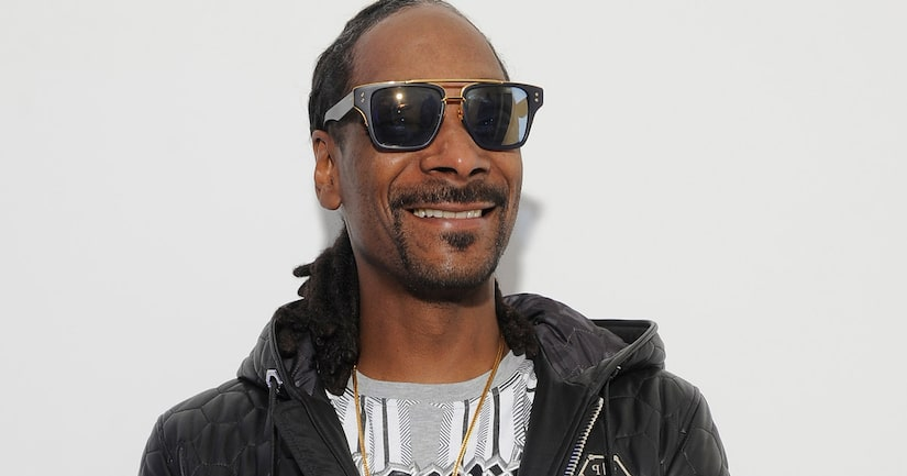 Snoop Dogg Posts Throwback Pic Smoking Weed With Kurt Cobain, Doesn't Realize It's Photoshopped