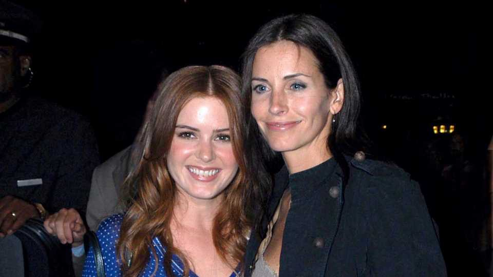 WTF Is Going On in This Clip of Isla Fisher & Courteney Cox?