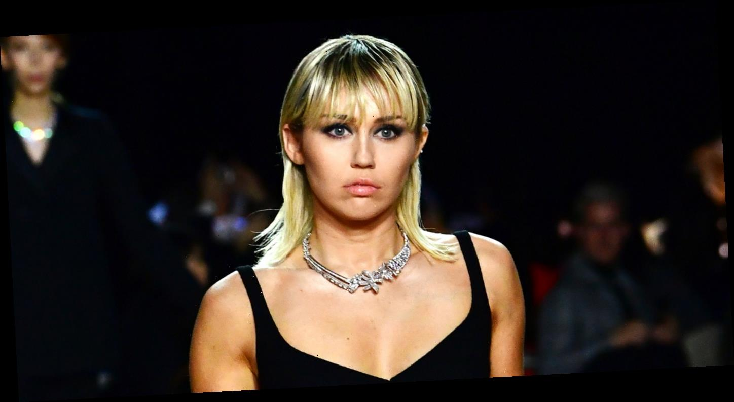 Miley Cyrus Shows Off Rocking Body Walking in Marc Jacobs NYFW Show!