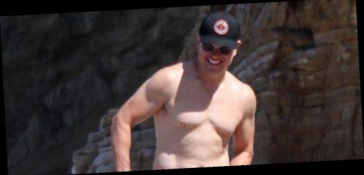 Matt Damon Puts His Shirtless Body on Display at the Beach!