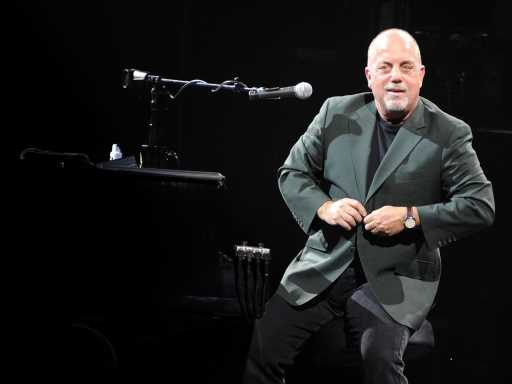 Billy Joel's Daughter Della Sings Just Like Dad – See Rare Video