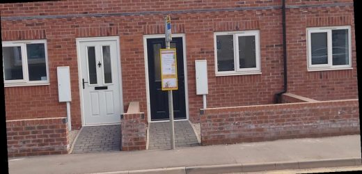 House with 'great transport links' priced at £175k has bus stop blocking door