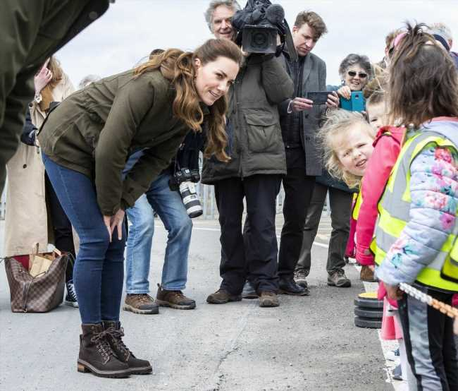 Duchess Kate switched to jeggings & her Seeland jacket for the Orkney outing
