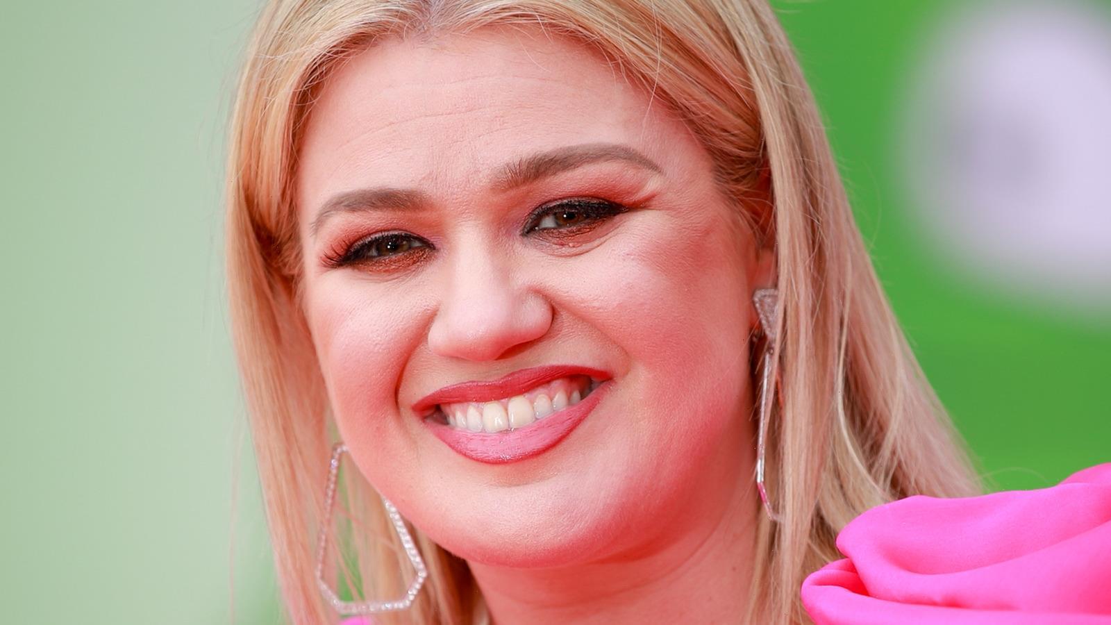 Why Kelly Clarkson Isn't A Fan Of Miley Cyrus