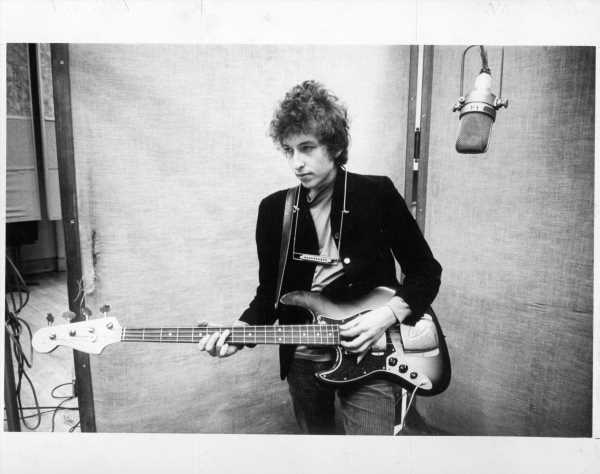 Bob Dylan Revealed Why He Doesn't Perform Songs Like Paul McCartney Does