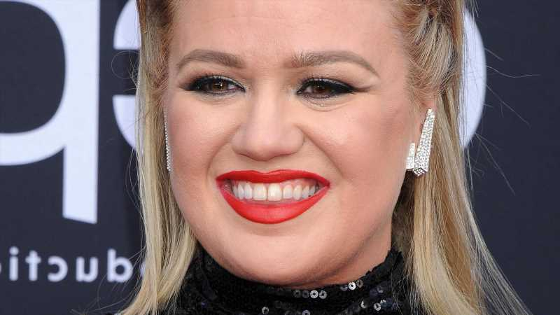 Heres What Kelly Clarkson Looks Like Without Makeup