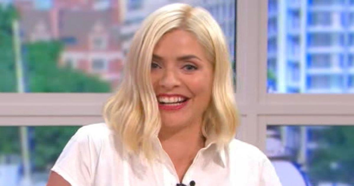 Holly Willoughby wows fans as she flaunts natural beauty in glowing selfie