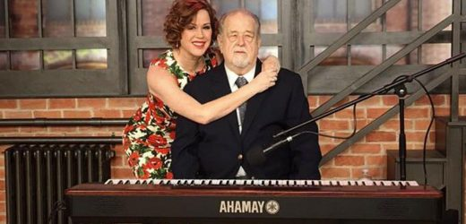 Molly Ringwald pens touching tribute to dad with heavy heart after he dies