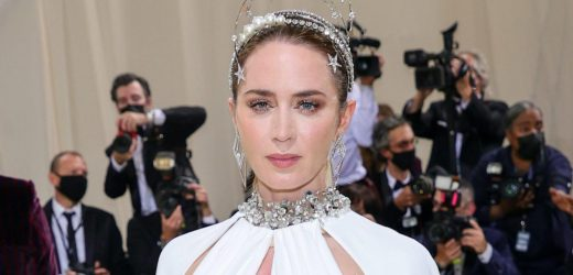 Emily Blunt Embodied the Statue of Liberty for Her 2021 Met Gala Glam