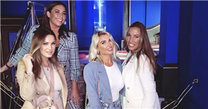 Inside Sam Faiers afternoon tea with sister Billie as she celebrates her face on a bus