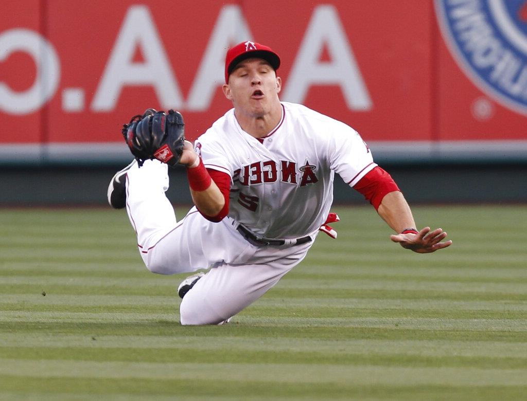 Los Angeles Angels Star Mike Trout Wont Play Again This Year