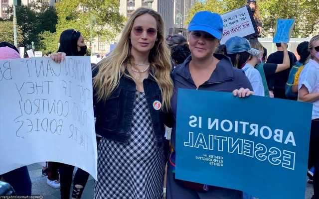 Jennifer Lawrence and Amy Schumer Marching in New York to Oppose Restrictive Abortion Law